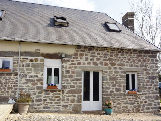 2 bedroom cottage in rural normandy - Moyon - Rumah