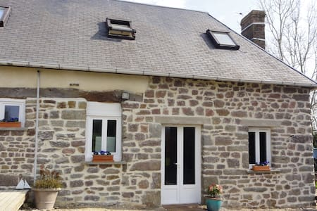 2 bedroom cottage in rural normandy - Moyon - Hus