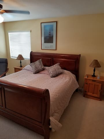 large private room in temecula wine country/hotub