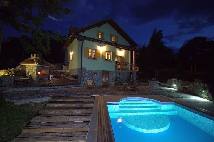 Cozy cottage  with pool in Croatia - Senj - Hus