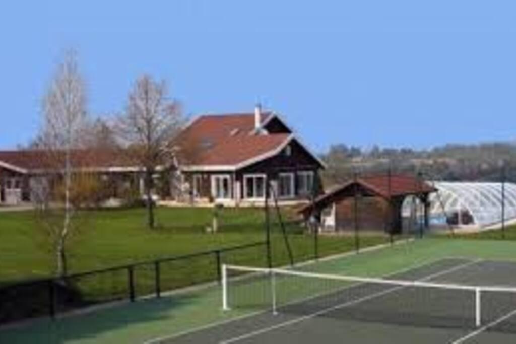 Chalet spacieux Tennis & Piscine  !