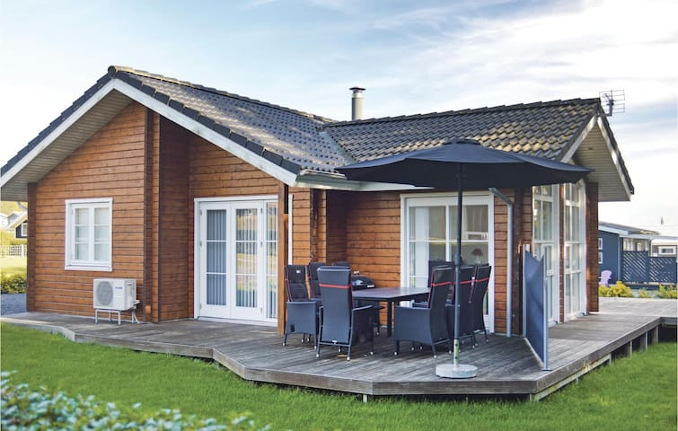 Holiday cottage with 3 bedrooms on 80m² in Juelsminde