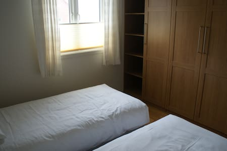 Twin bed rom