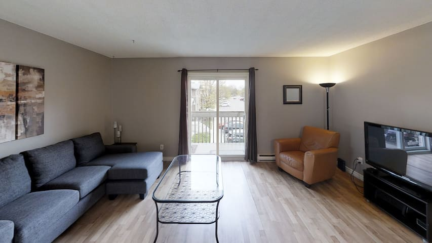 Open concept 2 Bed Condo with access to everything