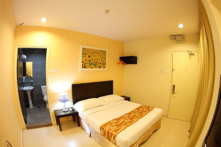 Sunflower Express Hotel - Pontian - Bed & Breakfast
