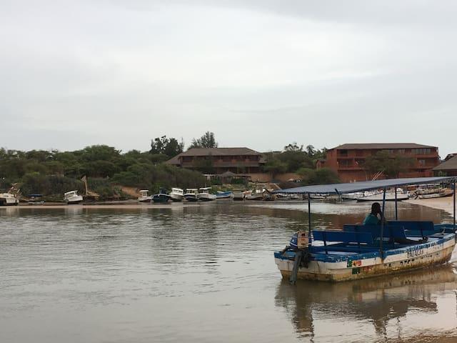 Lagune de Somone : départ des bârques