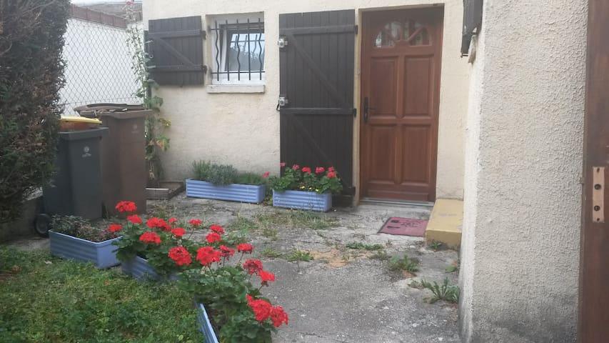 charmante maison et jardin privatif - Viroflay - 獨棟