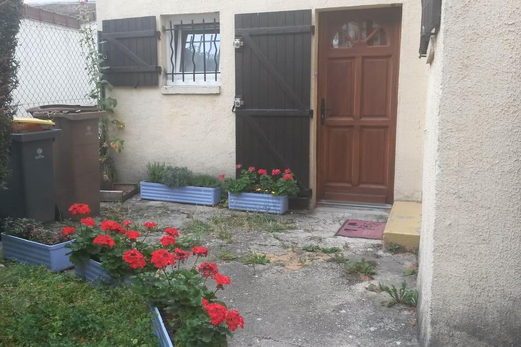 Charmante maison et jardin privatif maisons louer - Location maison jardin ile de france colombes ...