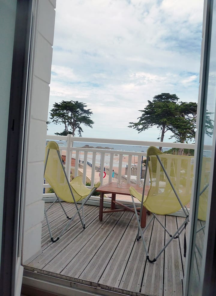 In front of the Sea. Very nice appartement-