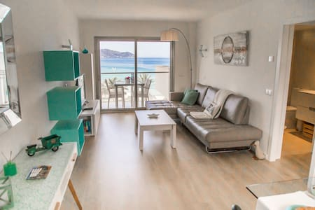 BEAUTIFUL BEACHFRONT APARTMENT-DISCOUNTS IN MAY
