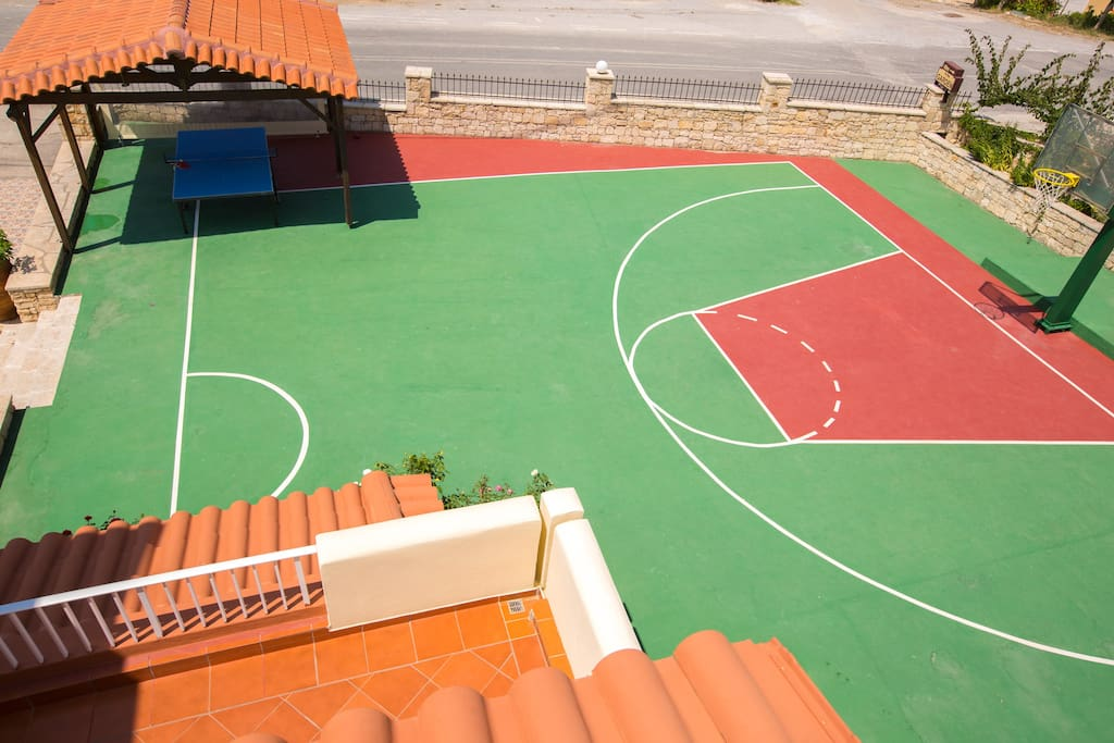 Basketball court (1/2) and table tennis