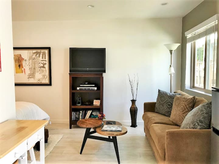 Cozy Westwood Studio near Century City/Bev. Hills