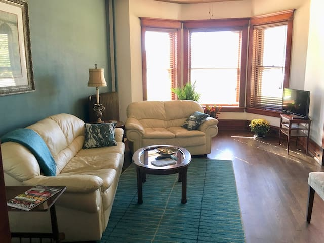 Lovely condo near Downtown Bloomington - Bloomington - Wohnung