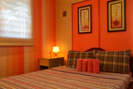 The Cozy Blue/Orange Room - Davao City - Bed & Breakfast