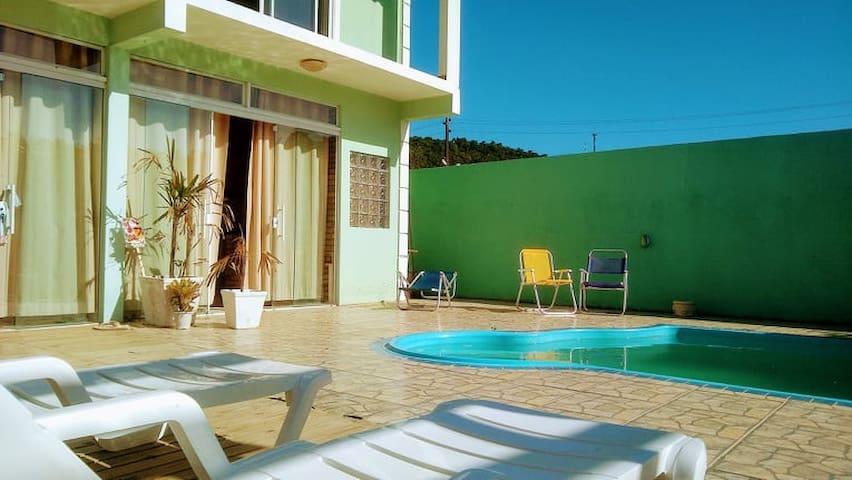 02 - Cachoeira - Casa com piscina e hidromassagem