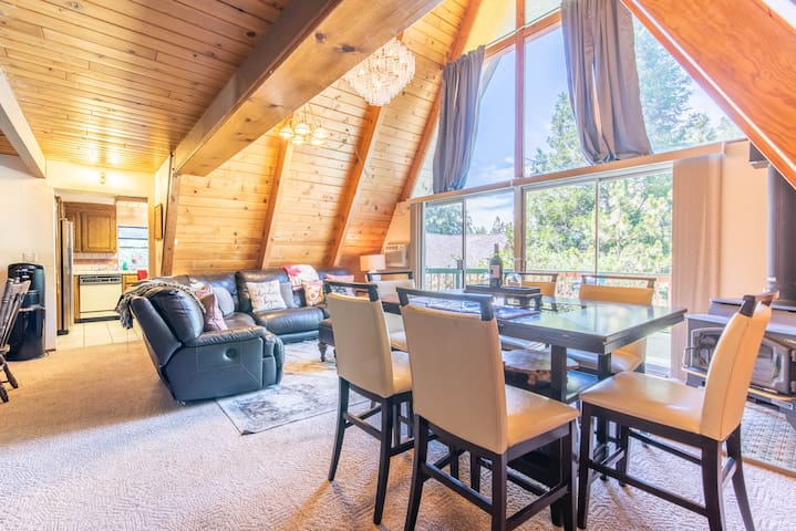 Lovely 3-bedroom rustic cabin in Lake Arrowhead