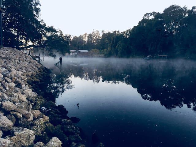 ↱Riverfront Tranquil Escape w/kayaks near dwntwn↰