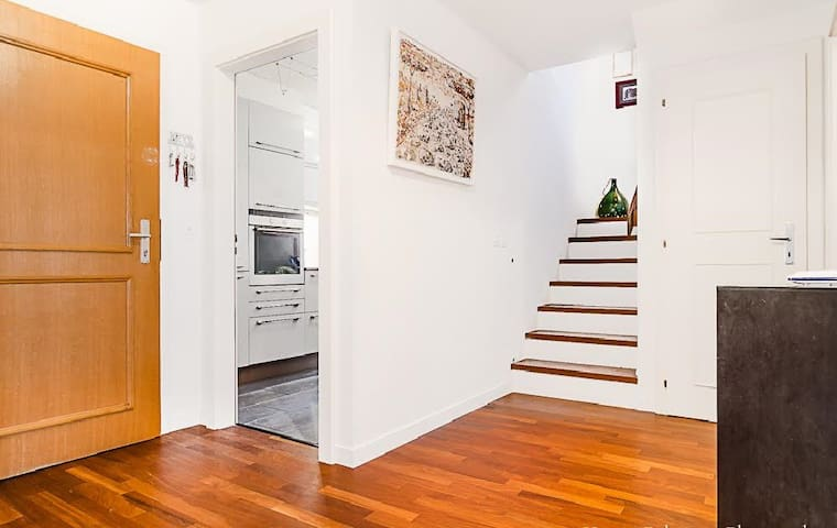 Sunny duplex with garden & parking - Bellevue - Hus