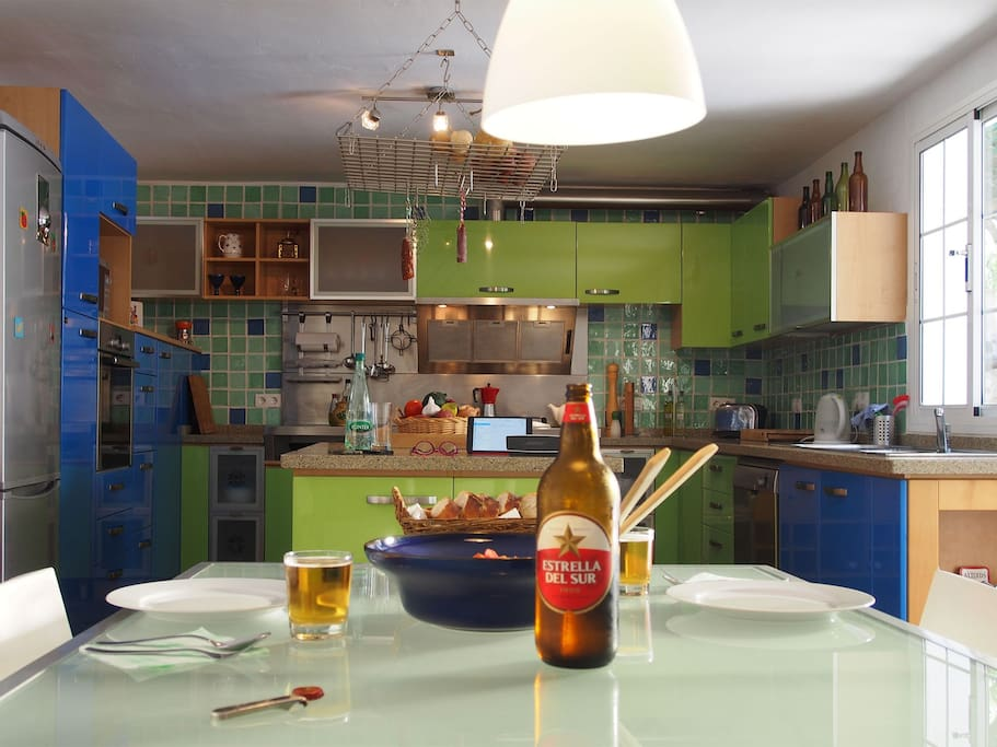 Modern well equipped kitchen.