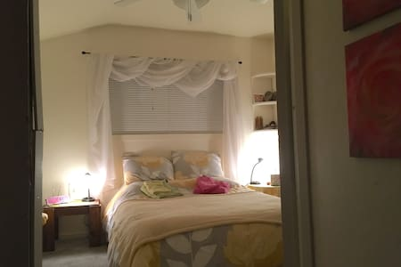Cozy room, 2 blocks from down town - Mount Shasta