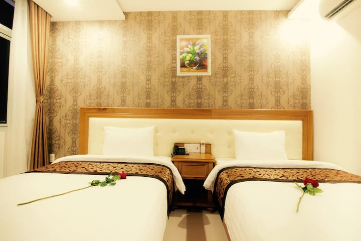 Deluxe Twin room ~ My Khe Beach