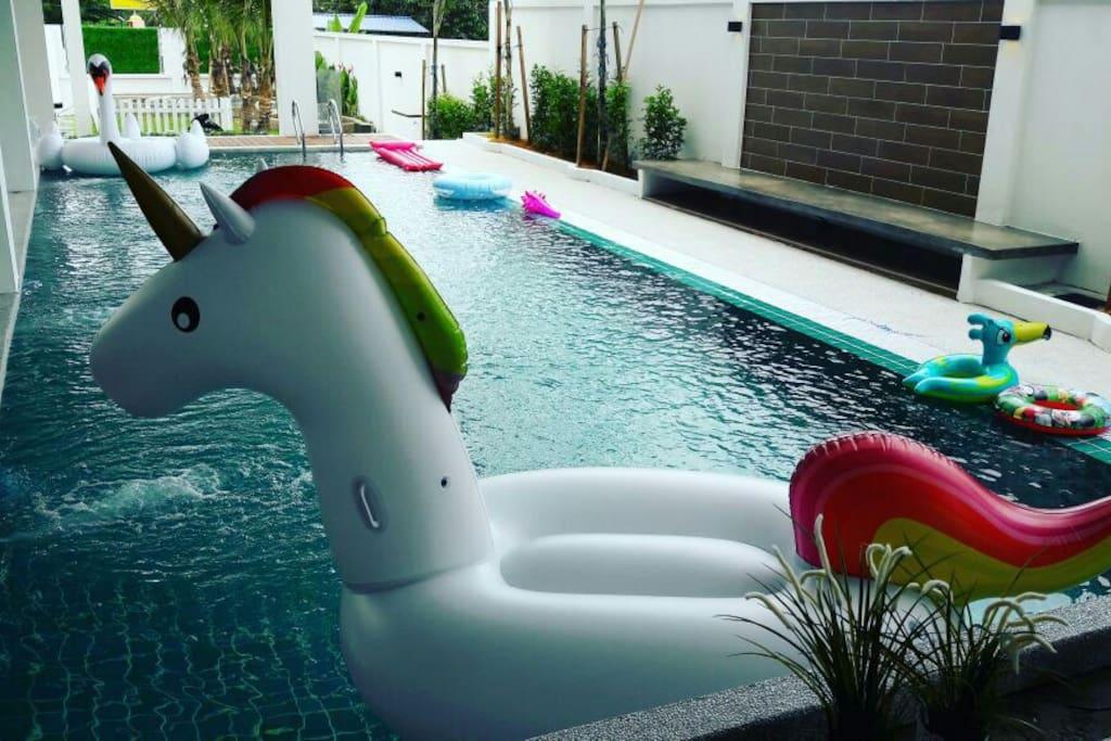 Secret garden event party pool villas for rent in rawang for Secret garden pool novaliches