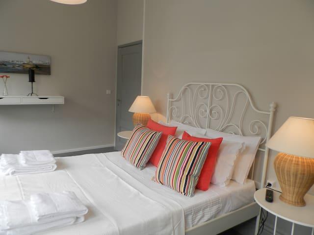 Guest House Antero De Quental -Sunny Bedroom
