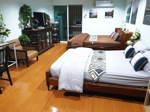 Family room 2 Beds, 10 mins to Don Mueang Airport