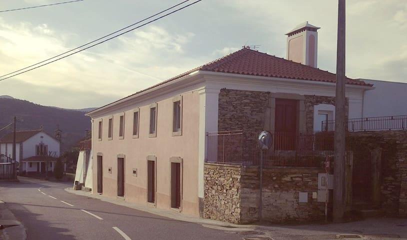 Típica Casa de Xisto restaurada - Cerdeira - Bed & Breakfast