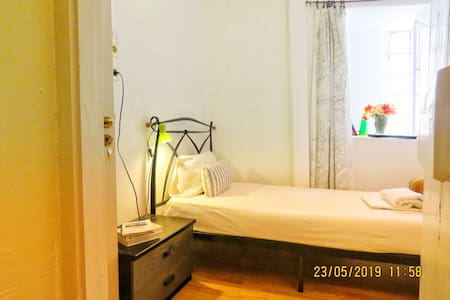 N1. TINY SIMPLE SINGLE ROOM IN THE OLD TOWN CENTR