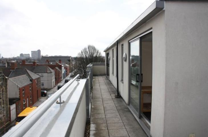 Penthouse Flat - 15 mins from City - Cardiff - Apartemen