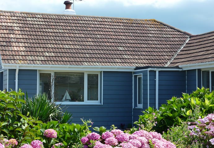 Dolphins Beach Retreat (May-Sept) - Widemouth Bay - Bungalou