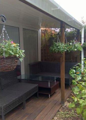 Pretty Studio with Private Entrance and Garden