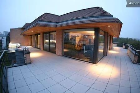 Bedroom in Quality Modern Penthouse - Woluwe-Saint-Lambert
