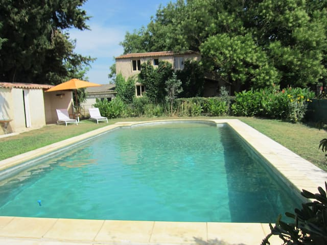 country house, large swimming pool. - Flaux - Rumah