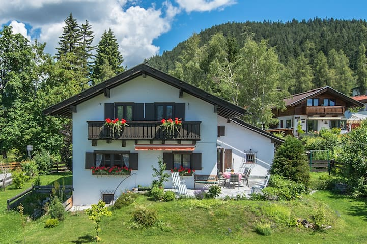 Romantic Cosy Tyrolean Cottage - Seefeld - House
