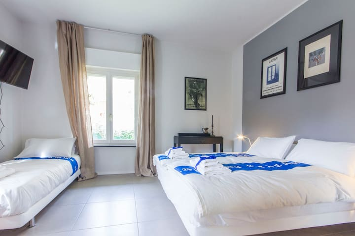 Modern spacious room, near the lake - Torbole - Bed & Breakfast