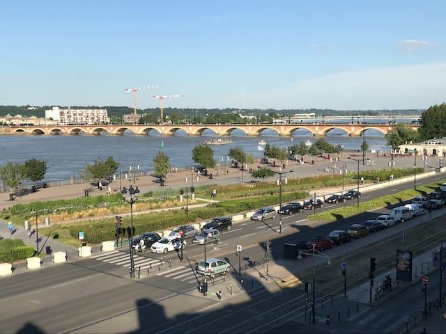 Appartement vue sur Garonne hyper centre Bordeaux