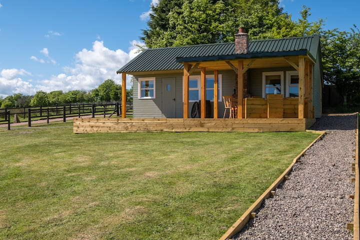 'Heartland' with open fire and hot tub & free wood