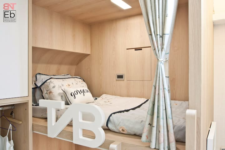 TaipeiBNT Female - 4 Beds Upper Bunk Bed B