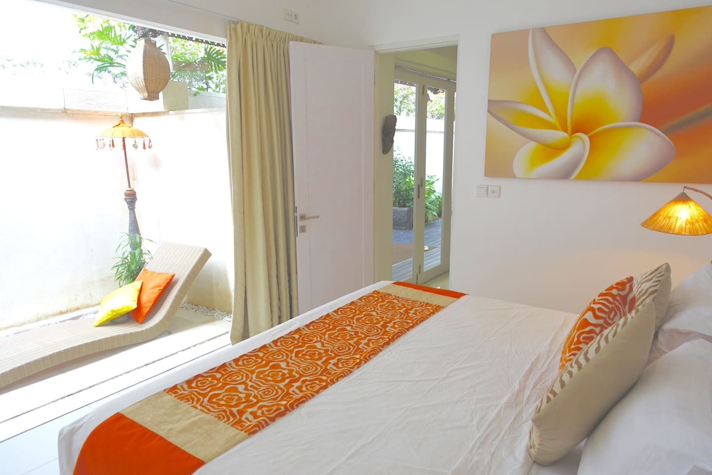 BED 1  King size  bedroom, A/C,  WI FI, celling fan, Private out door sun baking/relaxation area, out door ensuite bathroom, walk in robe, large safety deposit box, hairdryer, bathroom amenities.