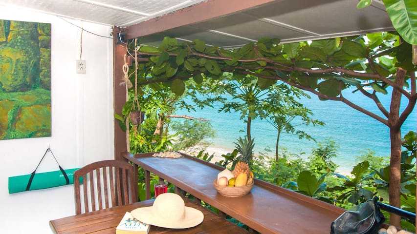 Unwind on the Beach at Secluded Bungalow 普吉海滩小屋之家