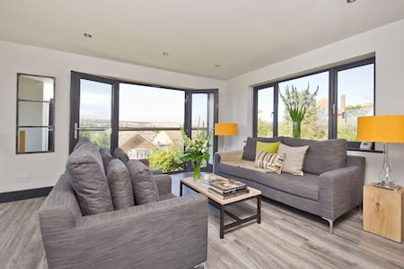 LUXURY MODERN & STYLISH COASTAL VILLA SLEEPS 9 - Saltdean