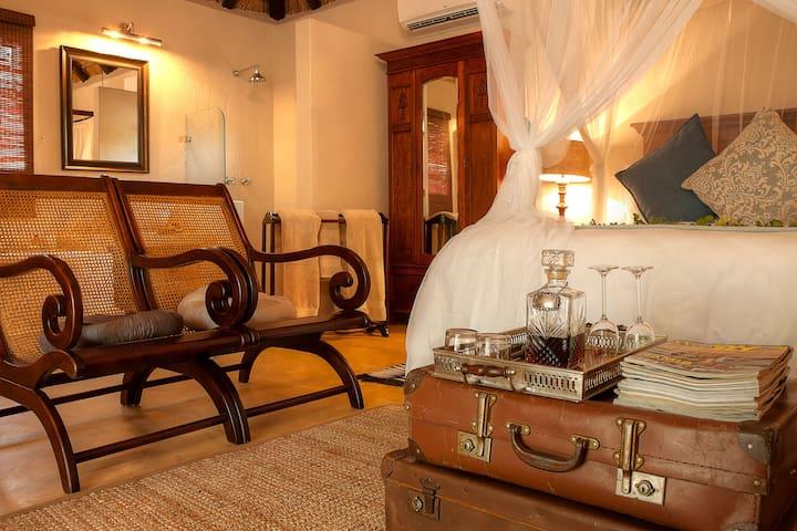 Mvuradona Safari Lodge - Luxury Bush Suite Room 4