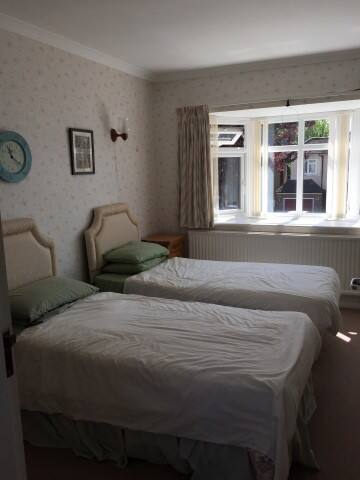 Twin room with en-suite - Surbiton