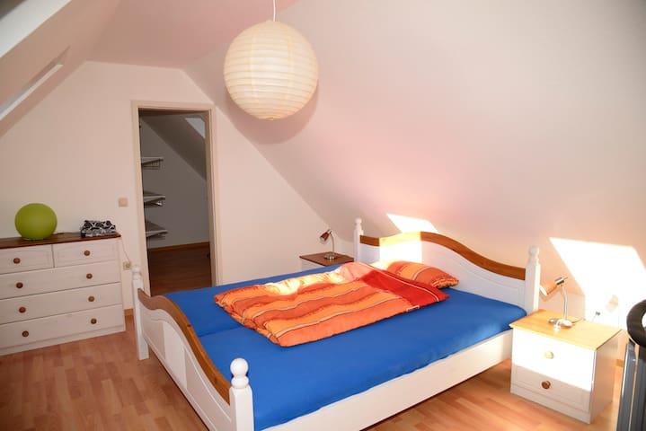 Helle moderne Wohnung mit wohlfühlcharakter - Wolfsburgo - Apartamento