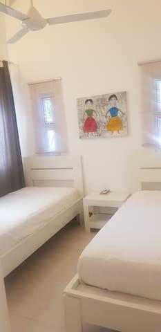 Dormitorio # 2 (2 Camas Individuales)