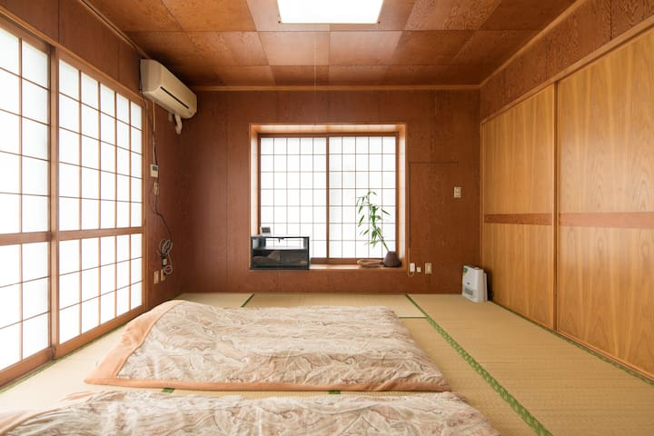 Relaxing Stay at Large Tatami Room (max 6ppl)