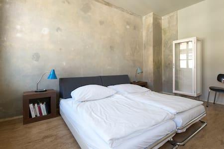 feine, kleine Wohnung in Leipzig - Лейпциг