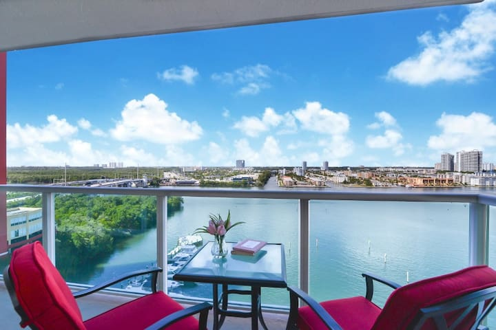3 bedrooms Waterview Sunny Isles Vacations